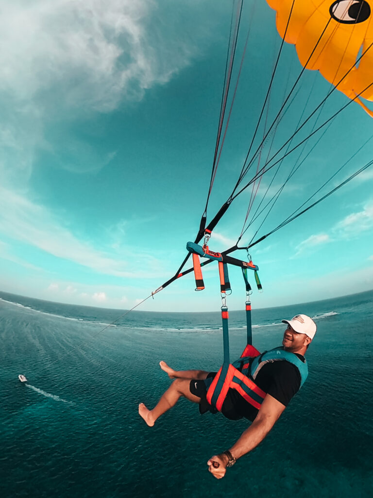 parasailing in Belize 2021